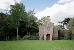 Bridwell Park Chapel outside